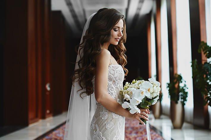 Beautiful bride wearing hair extensions