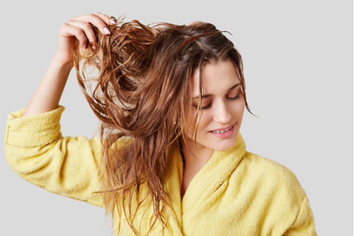 model with wet hair - image 001